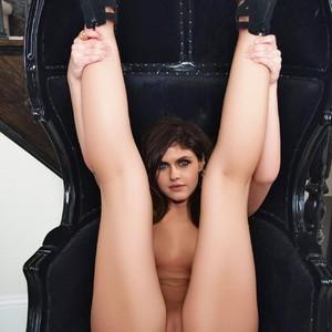 Alexandra Daddario nude celebs