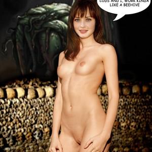 Alexis Bledel Free Nude Celeb sexy 17