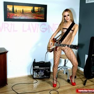 Avril Lavigne free nude celeb pics