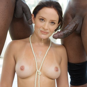 Emily Freeman  nackt