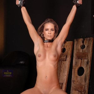 Nude holly marie combs Holly Marie