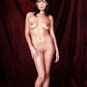 Holly Marie Combs nude celeb pics