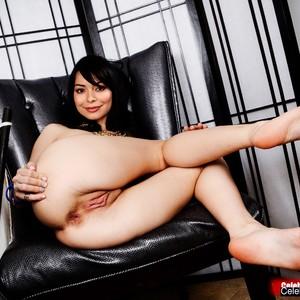 Miranda Cosgrove naked celebrities