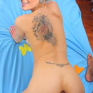 Nackt  Naomi Holt Hot !