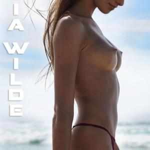 Olivia Frischer  nackt