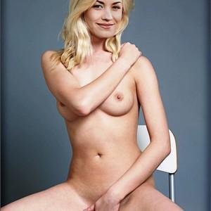 Yvonne Strahovski nude celebrities
