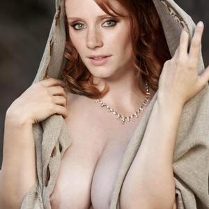 Paige Howard Nude