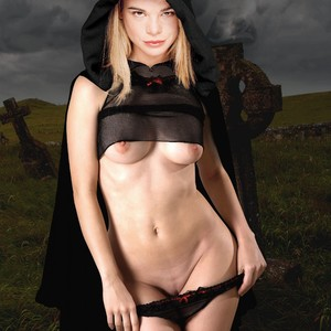 Ellen Muth Nude